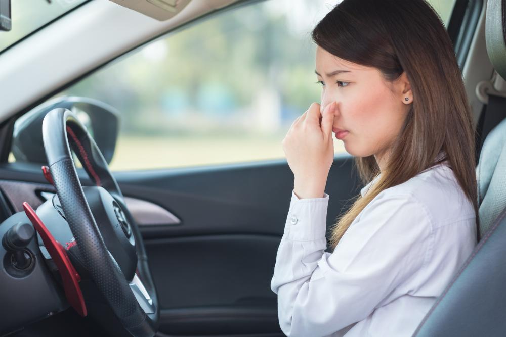 中古車の臭いの原因は何?対策方法をご紹介します