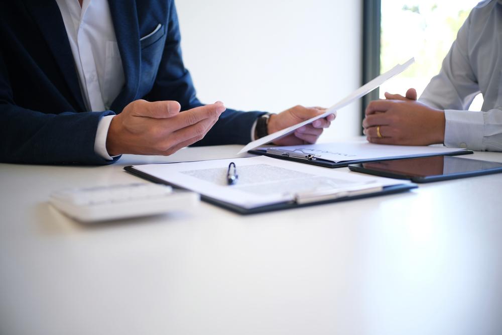 サービスを比較しながら気になる保険会社を探す
